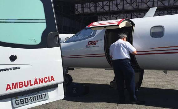 Aeronaves com porta baixa, facilitando o embarque e desembarque do paciente.